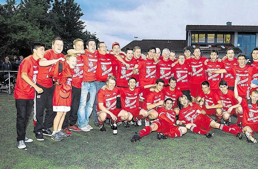 Groß war der Jubel bei den Fußballern des FC Fürth nach dem Aufstieg in die Fußball-Verbandsliga ...
