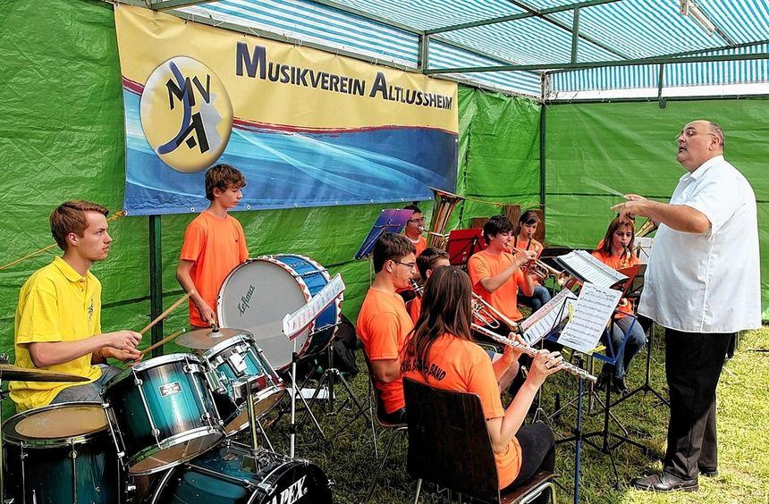 Für schwungvolle musikalische Unterhaltung beim Strandfest des Musikvereins Altlußheim sorgte unter ...