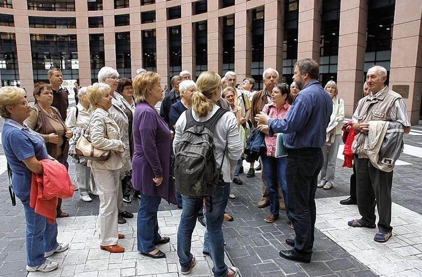 Empfang im Europäischen Parlament: Die Besuchergruppe der Neulußheimer SPD erfuhr in Straßburg viel ...