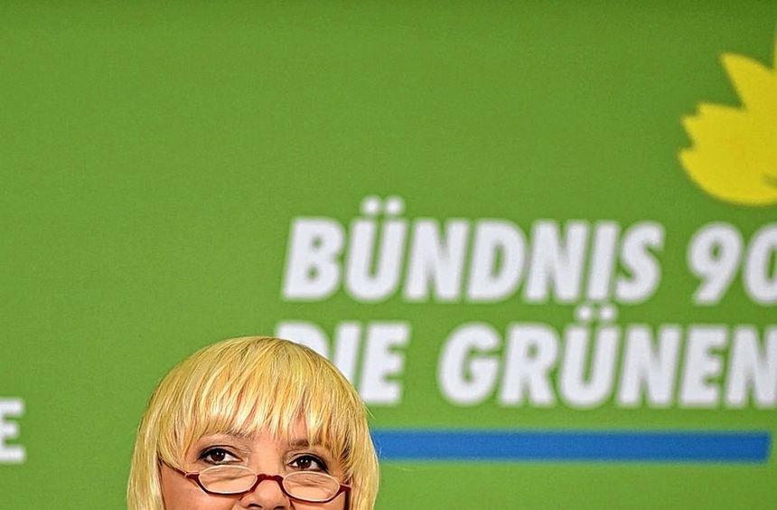 """""""Die Chefin ist gefragt"""", sagte Grünen-Vorsitzende Claudia Roth gestern. Eine Einigung beim Thema ..."""