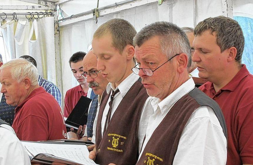 Die Chorgemeinschaft der Männergesangvereine Niederrimbach, Archshofen und Creglingen trat beim ...