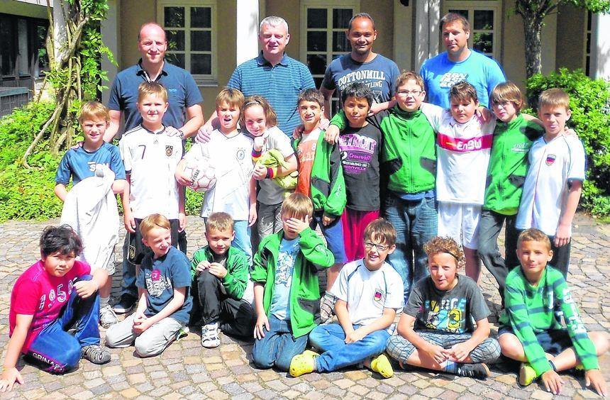 Gemeinsam in Sachen Fußball unterwegs: Der Nachwuchs der SG Hüttenfeld verbrachte ein ...