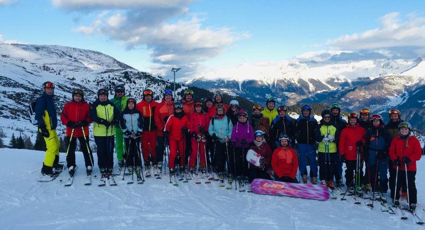 Ski-Übungsleiter der TSV Auerbach und anderer Vereine nahmen in Tirol an einer Fortbildung teil.