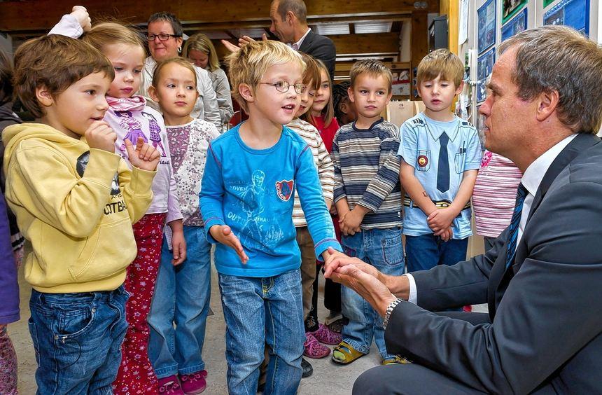 Heidelbergs Oberbürgermeister Eckart Würzner (rechts) wünscht sich mehr Beteiligung von Wirtschaft ...