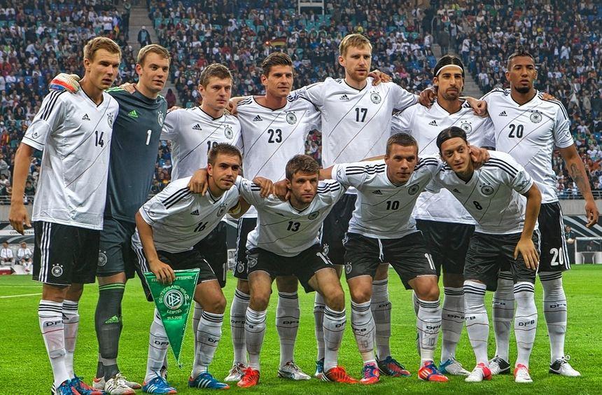 Teamgeist - er ist wichtig für die deutsche Nationalmannschaft - hier vor dem Freundschaftsspiel im ...