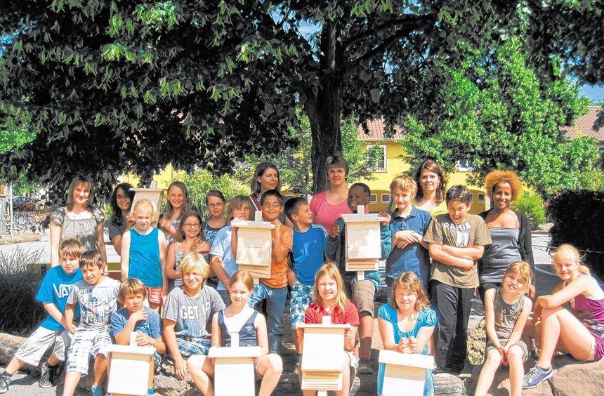 Fledermausfreunde im Einsatz: Die Klasse 4a der Heppenheimer Nibelungenschule hat Nistkästen ...