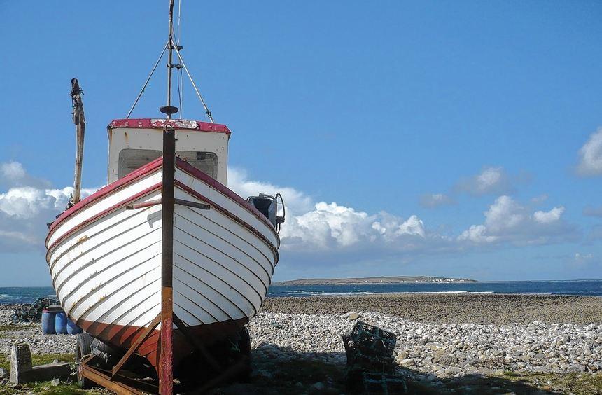 Küsten, so weit das Auge reicht: Von Bunbeg Harbour aus gibt es eine Fähre nach Tory Island ...