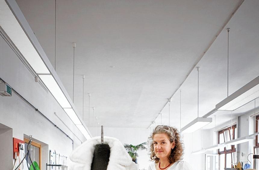 Sie sorgen dafür, dass das Leben auf der Bühne sichtbar wie ein Traum erscheint: Silke Kuhn und ...