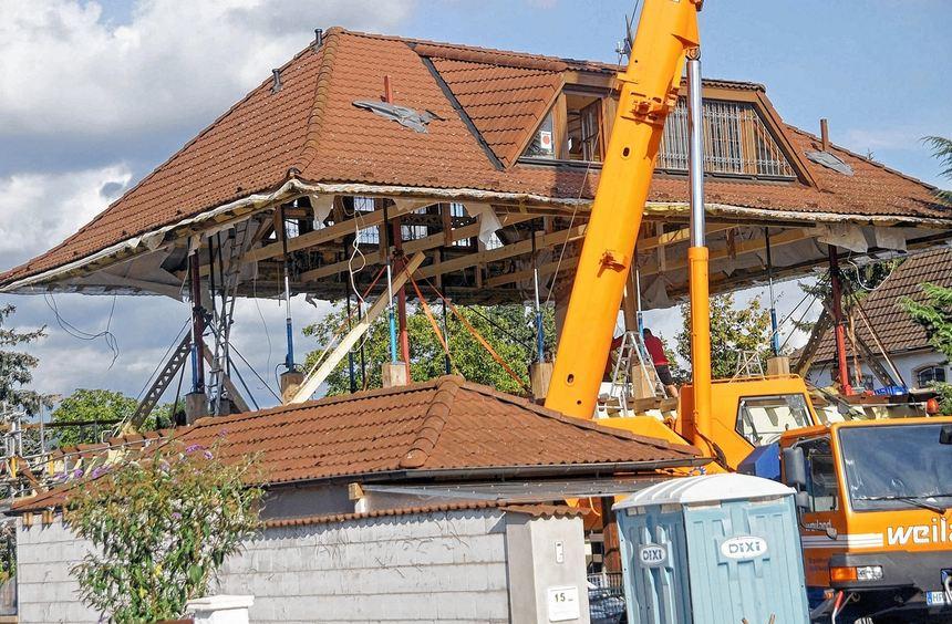 Das Komplette Dach Steht Auf Stempeln Uber Dem Haus Mannheimer