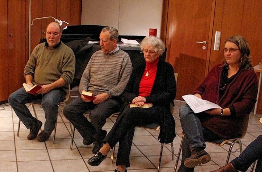 Fragen zum eigenen Glauben wollen sich die Teilnehmer des neuen Gesprächskreises innerhalb der ...