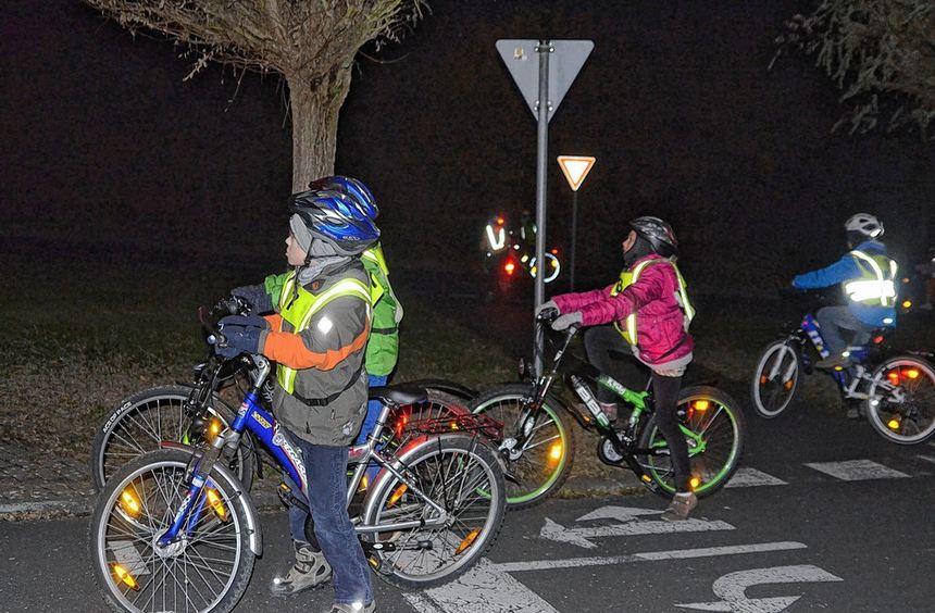 Radfahren bei Nacht will gelernt sein. Schüler der Wimpina-Grundschule Buchen bekamen von ...