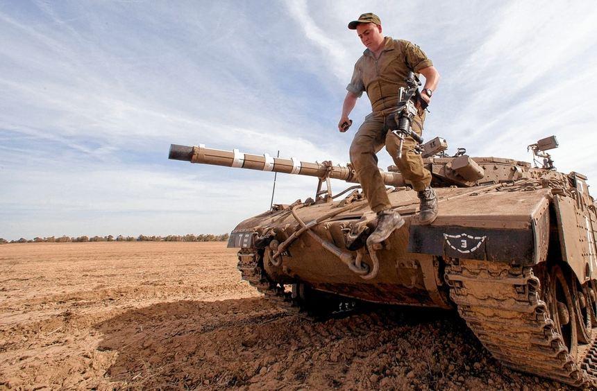 Israel hat Tausende von Soldaten und Hunderte von Militärfahrzeugen Richtung Gaza-Streifen in ...