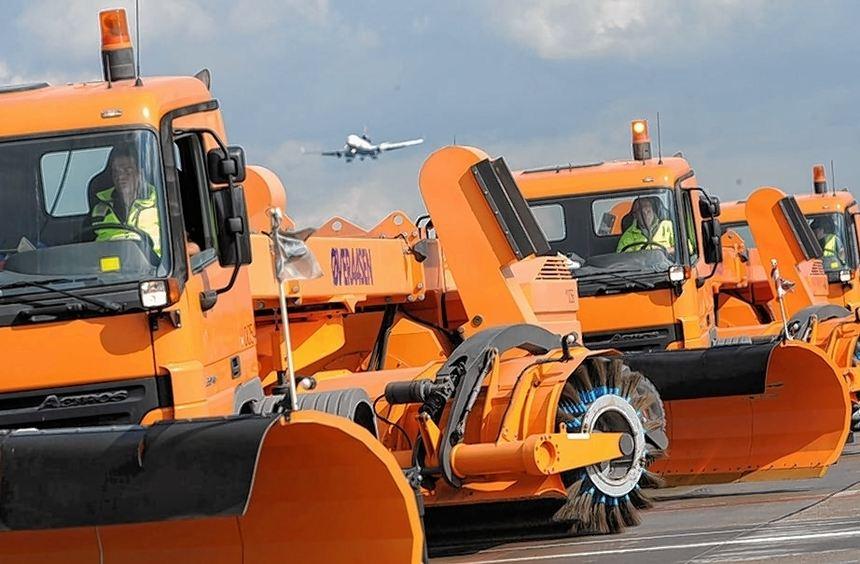 Bereit für den Winterdienst: Auch die Zahl der Räumfahrzeuge auf dem Frankfurter Flughafen hat die ...