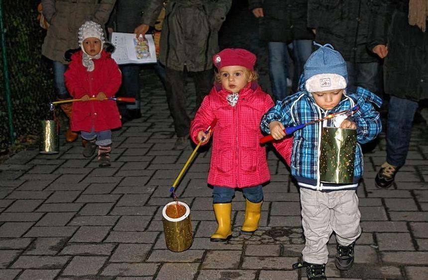 Laternenumzug der Kinderkrippe in Einhausen.