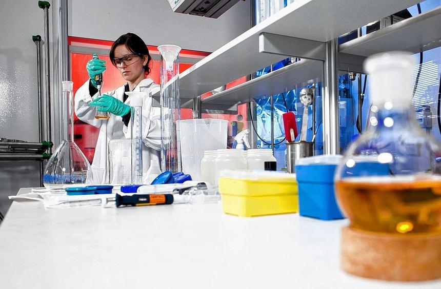 Arzneimittel, Konsumgüter oder Umweltschutz - oft ist Biotechnik drin. Die boomende Branche bietet ...