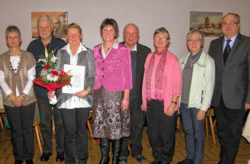 Im Namen des Cäcilienverbandes der Erzdiözese Freiburg wurde Margarete Sokol für ihre 40-jährige ...