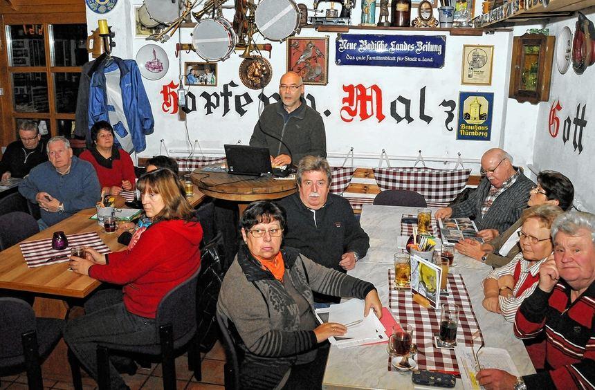 Viel zu besprechen gab es beim Treffen der Interessengemeinschaft Adventsmarkt in Einhausen.