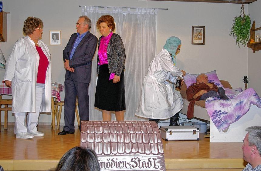 Großen Spaß machte dem Publikum die Premierenvorstellung des Ebenheider Komödienstadels. Dieser ...