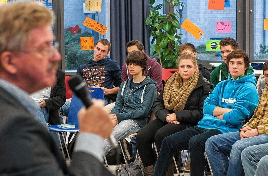 Thomas Mann, Mitglied des Europäischen Parlaments, diskutierte mit Oberstufenschülern des ...