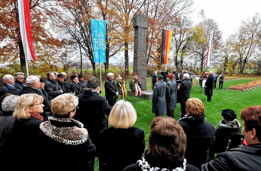 Anlässlich des Volkstrauertags wurde gestern auf dem Auerbacher Soldatenfriedhof der Toten der ...