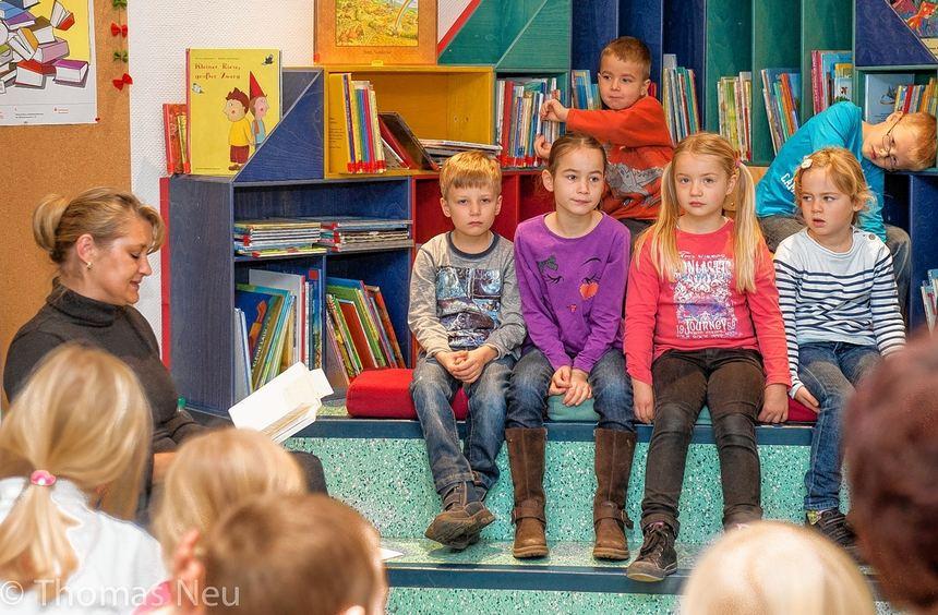 Autorin Monika Baitsch war in der Zwingenberger Stadtbibliothek zu Gast. Schüler der ...