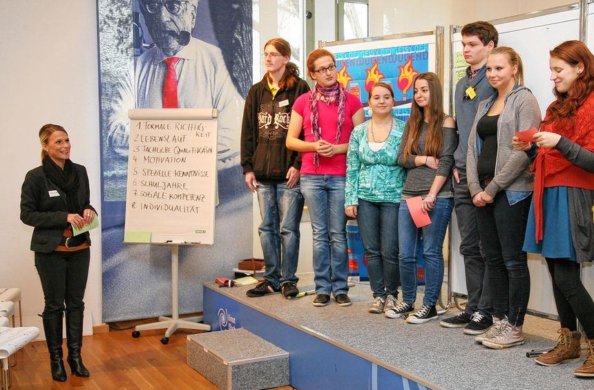 Im Bloch-Zentrum haben sich die teilnehmenden Jugendlichen am Samstag getroffen, um in die Rolle ...