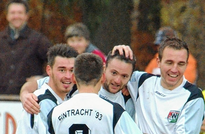 """Super""""Spreitze"""": Stefan Spreitzenbart (Zweiter v.r.) freut sich mit seinen Walldürner Teamkollegen ..."""