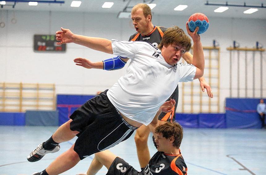 Flugeinlage: Florian Olf erzielte vier Treffer für den TV Groß-Rohrheim.