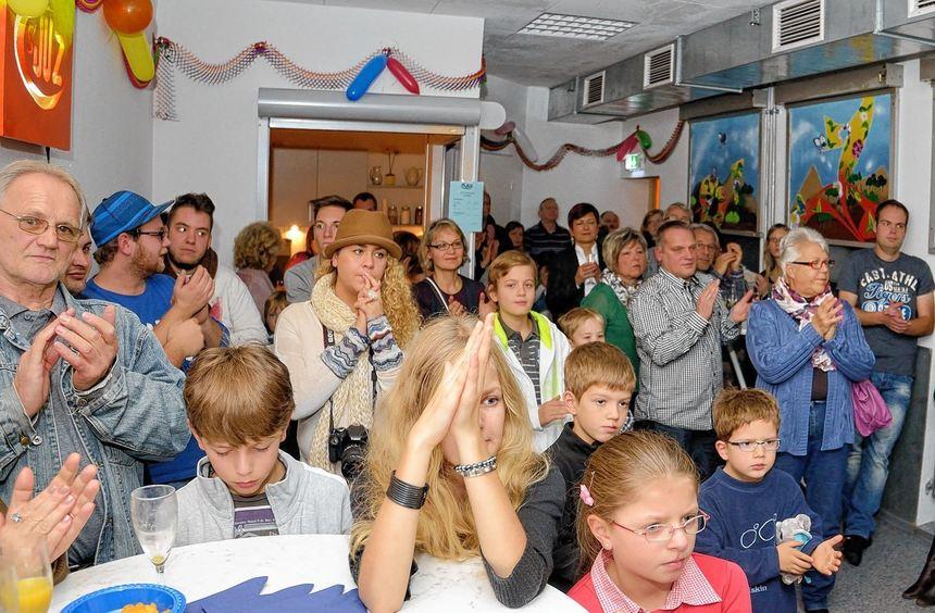Das bunte Programm lockte zahlreiche Besucher in die Räume des Jugendzentrums, wo Tanz- und ...