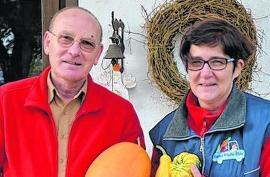 Karin Merz und Manfred Hadler liefern frische Lebensmittel aus.