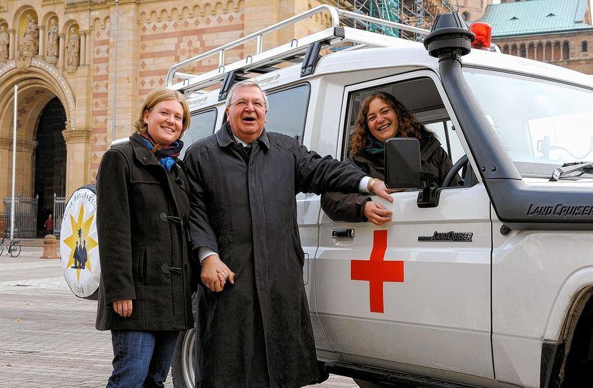 """Die Sternsinger werben mit der Aktion """"Ein Krankenwagen für Tansania"""". Dieser machte nun mit ..."""
