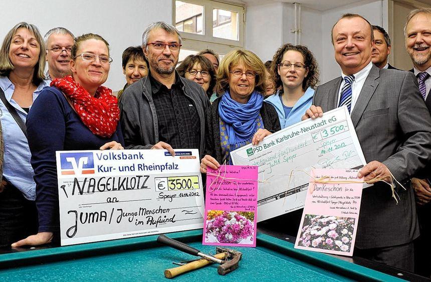 """Eine stolze Summe: 7000 Euro spendeten die Initiative """"Nagelklotz"""" sowie die PSD-Stiftung für das ..."""