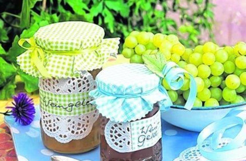 Weingelee passt zu Camembert, Braten oder Waffeln.
