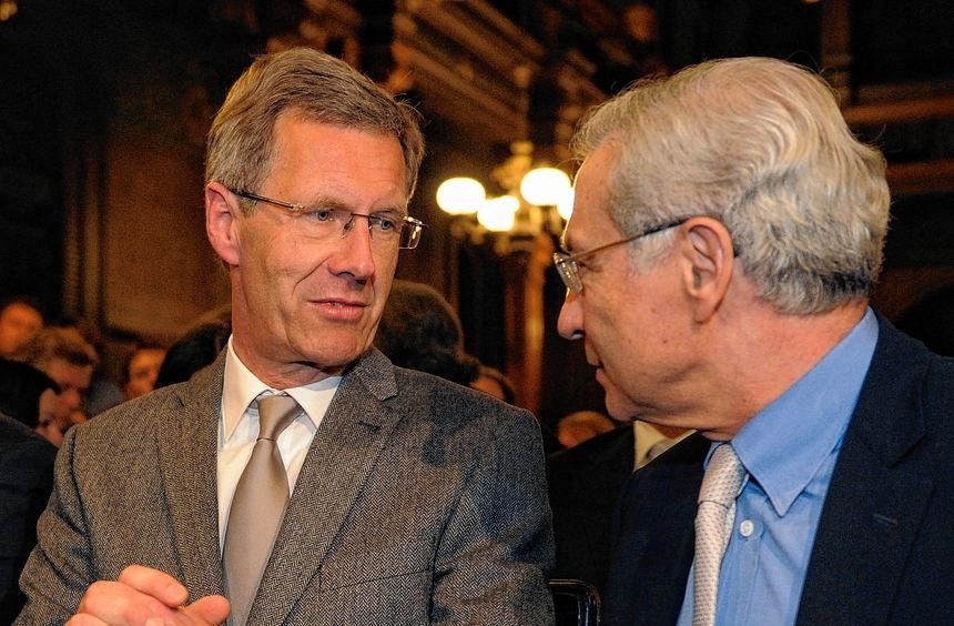 In der Heidelberger Universität: Christian Wulff mit Salomon Korn, Vizepräsident des Zentralrats ...