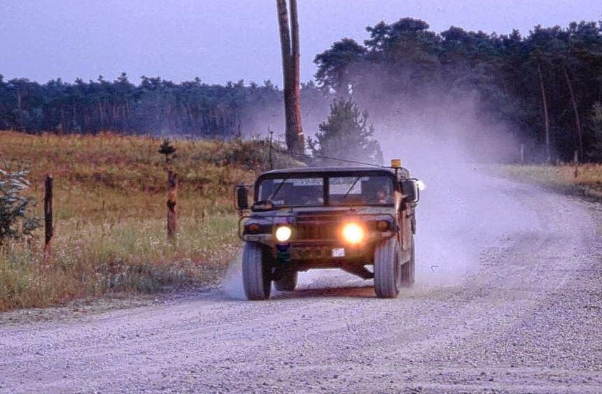 """Ein Bild aus vergangenen Tagen: US-Militärs im Jeep auf der Panzerstraße an der """"Tante Anna""""."""