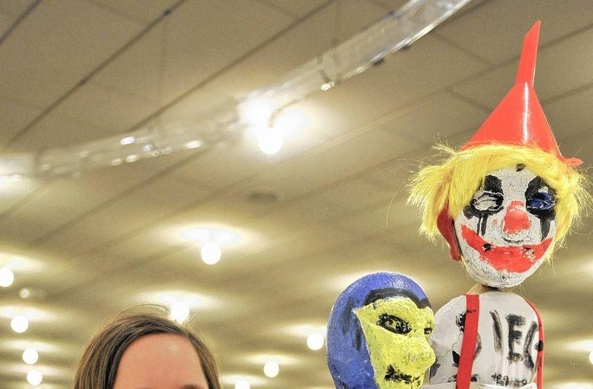 Ihr Beruf: Diplom-Figurenspielerin. Maren Kaun sorgte für die richtigen Bewegungen der Puppen für ...