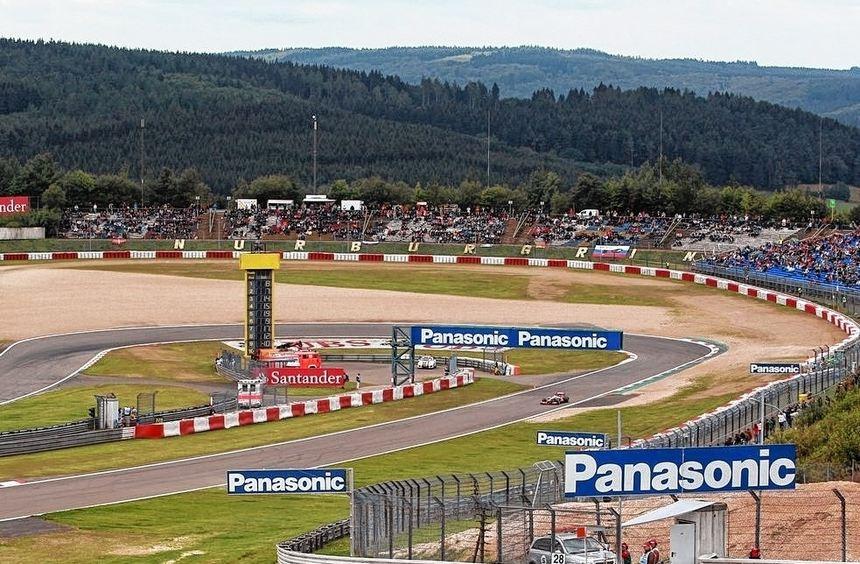 Formel-1-Weltmeister Sebastian Vettel hat auch im kommenden Jahr ein Heimspiel: Offen ist jedoch ...