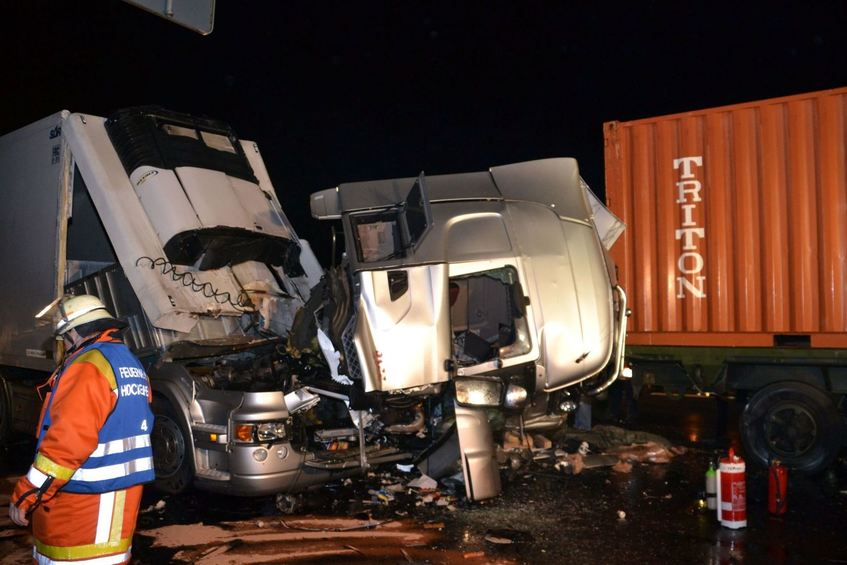 t dlicher unfall auf a61 lkw f hrt in stauende mannheimer morgen mannheimer morgen. Black Bedroom Furniture Sets. Home Design Ideas