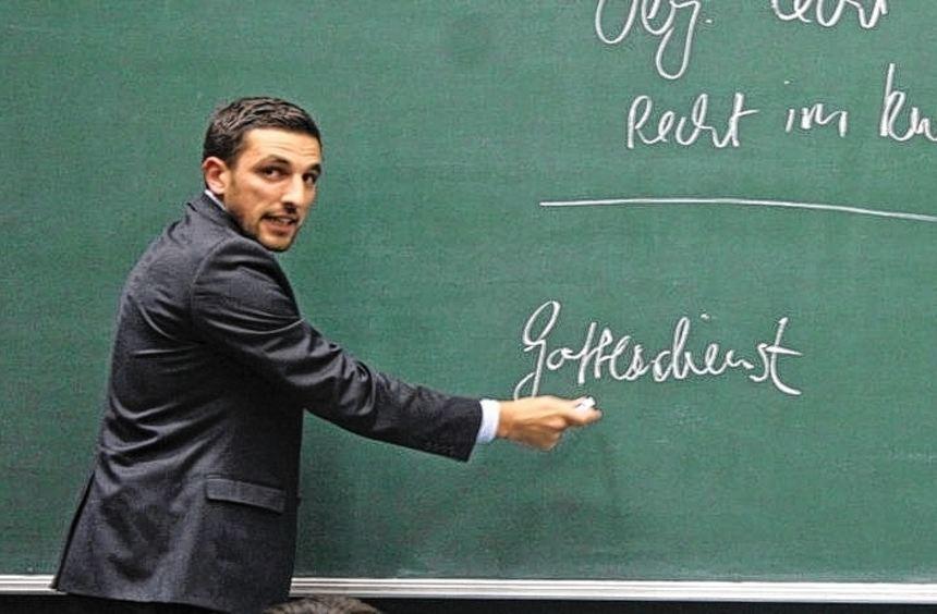 """""""Ich bin Verfassungspatriot und gläubiger Muslim - das ist kein Widerspruch"""", sagt der Jurist Cefli ..."""