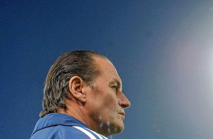 """Ein """"Jahrhunderttrainer"""" geht. Nach der jüngsten Negativserie setzt Schalke 04 Huub Stevens vor die ..."""