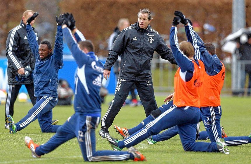 Schalkes Trainer Jens Keller muss sofort Impulse setzen - damit er sich bei den Königsblauen ...