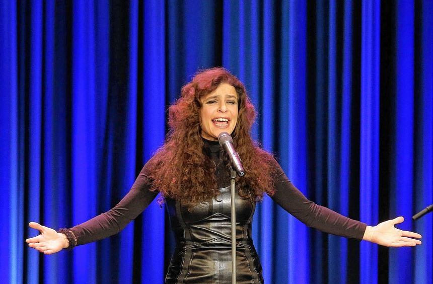 """""""Älter macht besser"""", so heißt ein Lied, das Julia Neigel im Capitol gesungen hat - bei ihrem ..."""