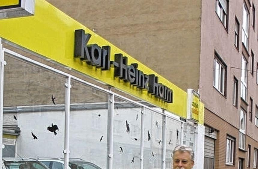 Karl-Heinz Harm vor seinem Autohaus in der Schwetzingerstraße 64.