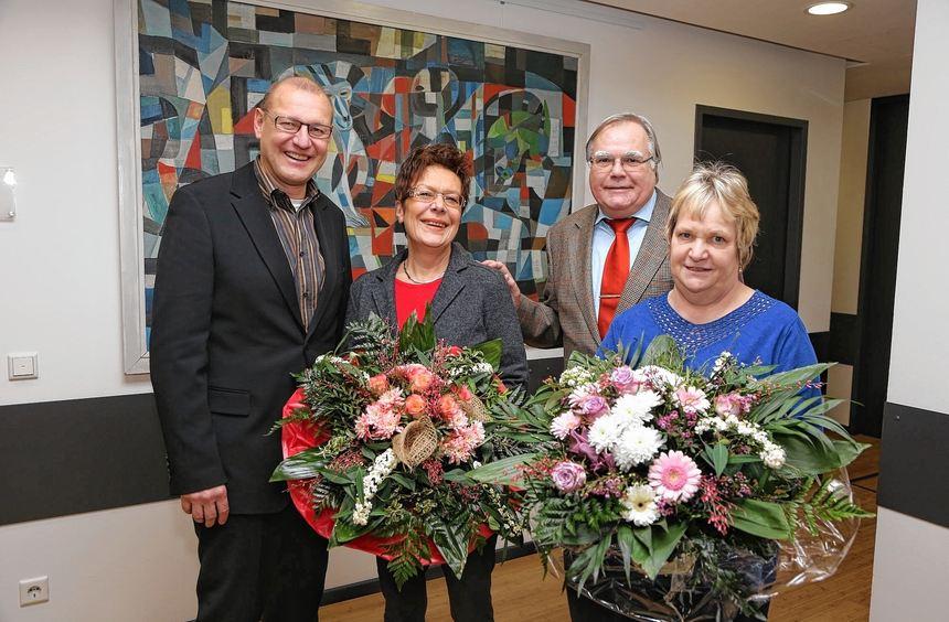 """""""MM""""-Geschäftsführer Dr. Björn Jansen begrüßt Sigrid Wyrwoll und verabschiedet Hans-Ulrich Kahl ..."""
