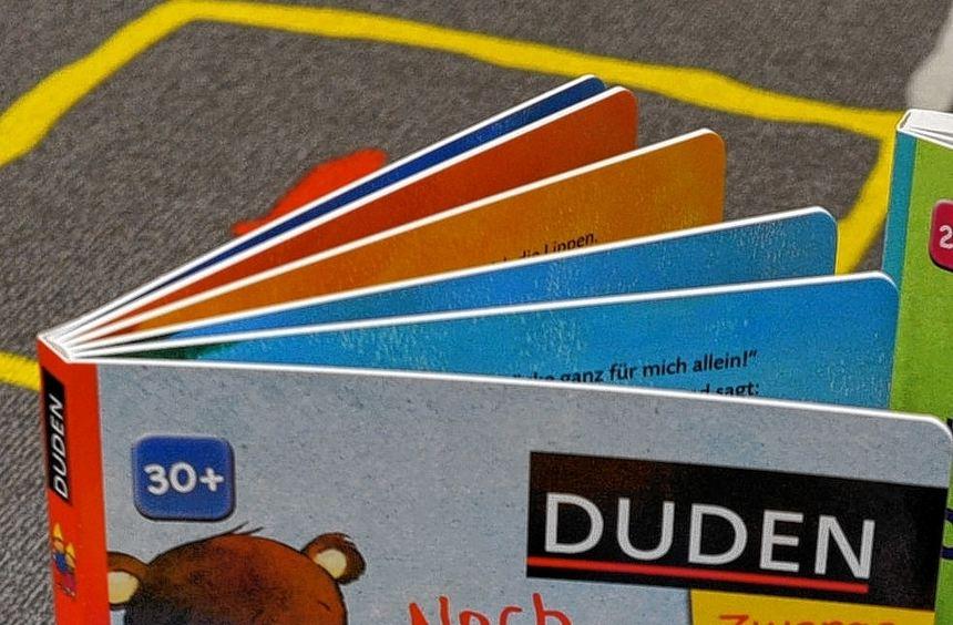 Die Duden-Zwerge für Kleinkinder gehören zu dem Programm, das nun nach Frankfurt verkauft wird.