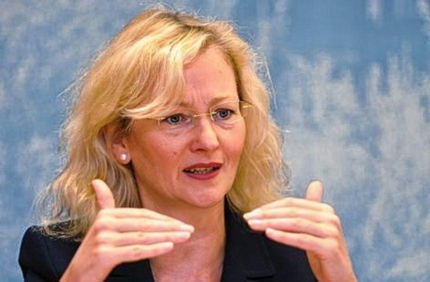 Nach monatelangen Querelen verkündet die baden-württembergische Kultusministerin Gabriele ...