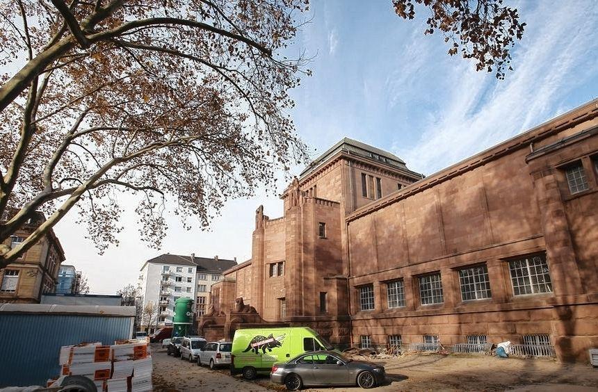Aufwendige Sanierung: der Altbau der Kunsthalle, in dem seit 2011 gearbeitet wird. Fertigstellung ...
