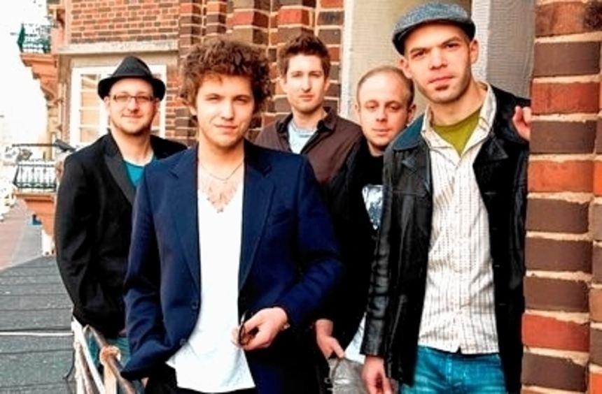 Auch die Jonas Birthelmer Band spielt im Capitol.
