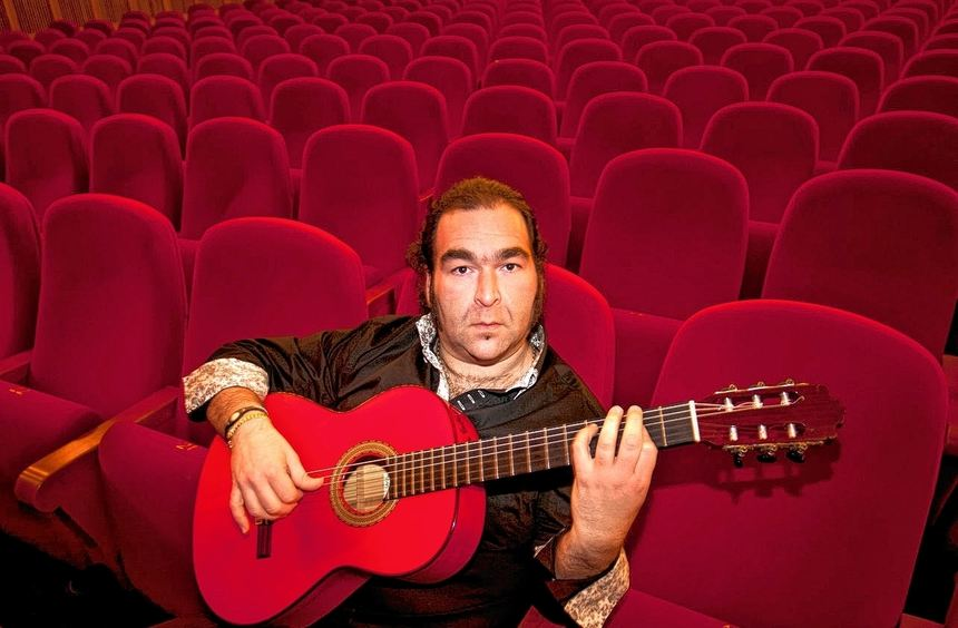 Sitzt gern zwischen allen Stühlen: Multistilist Rafael Cortes.