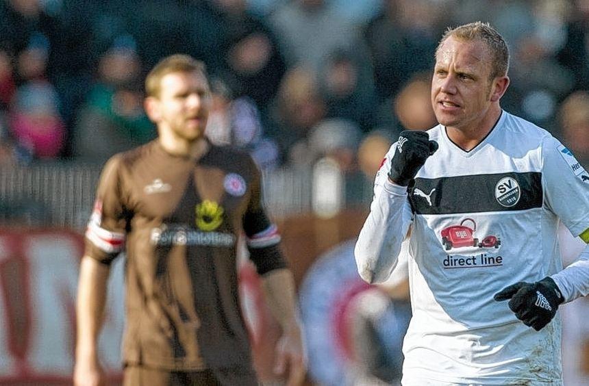 Die Vorentscheidung: Sandhausens Frank Löning jubelt über sein Tor zum 3:0. Bereits in der 3. ...